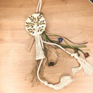 Διακοσμητικό γουράκι χειροποίητη κεραμική ελιά στολισμένη με κορδόνι, και φούντες